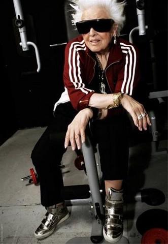 روت فلاورز پیرترین دی جی زن جهان و دارنده لقب مادر راک