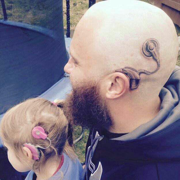 خالکوبی پدر برای همدردی با دختر ناشنوا + عکس