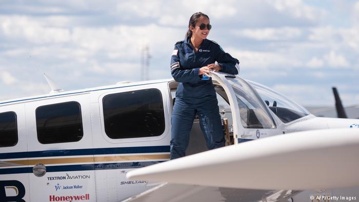 اولین زن خلبان افغانی
