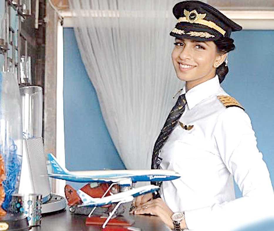 یک زن ۳۰ ساله هندی به نام آنی دیویا، عنوان جوانترین خلبان زن بزرگترین هواپیمای دوموتوره جهان را به دست آورد.