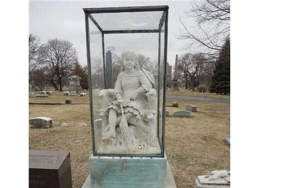 عجیب ترین سنگ قبرهای جهان + عکس