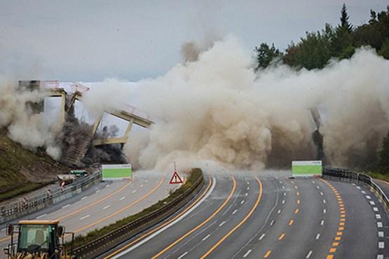 پل عابر پیاده در آلمان منفجر شد +عکس
