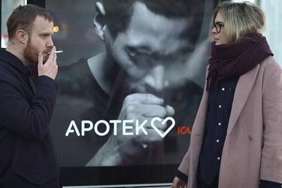 تابلویی که هنگام رد شدن سیگاری ها سرفه می کند +فیلم و عکس