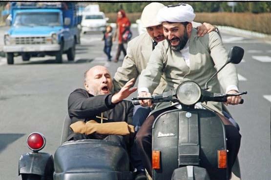 موتورسواری یک روحانی در فیلمی کمدی + تصویر