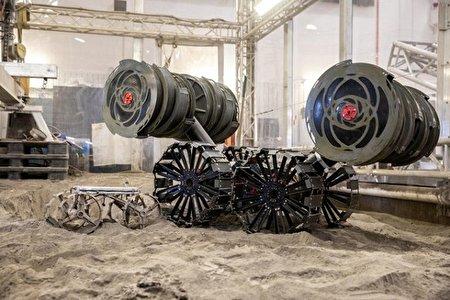 کاوشگر مکعبی برای اعزام به ماه آماده می شود