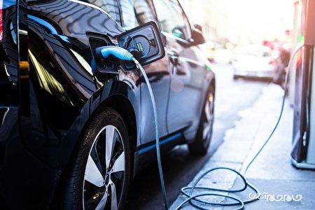 امضای توافق ۱۰ میلیارد دلاری توسط کمپانی الجی و دولت اندونزی برای تولید باتری خودروهای برقی+عکس