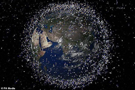 آوار زباله های فضایی بر سر کره زمین
