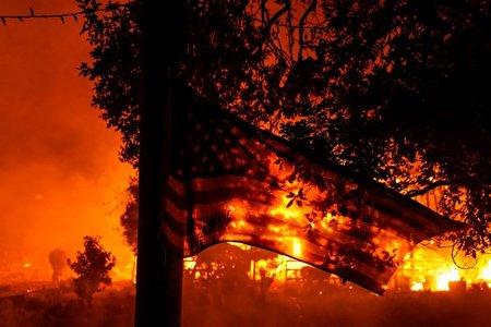در پی آتش سوزی گسترده کالیفرنیا    هفت هزار نفر از ساکنان سن دیه گو تخلیه شدند