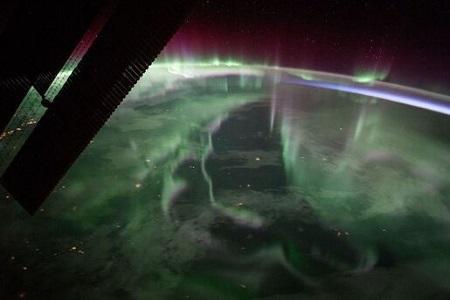 شفق قطبی بر فراز آسمان کانادا