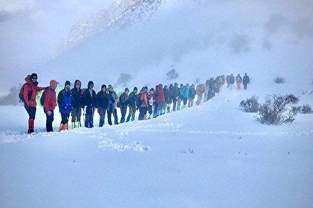 رئیس فدراسیون کوهنوردی: ارتفاع برف پس از ریزش بهمن 15 متر شده/ هنوز 2 کوهنورد مفقودند