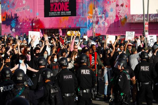 دور دنیا در قاب تصاویر؛ ادامه هیاهو در آمریکا