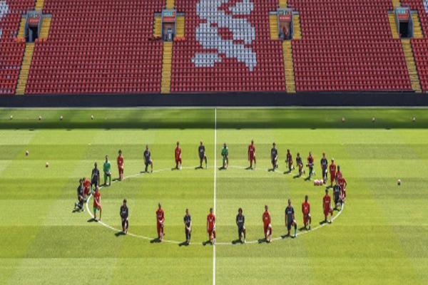 توجه به جنایت نژادپرستانه آمریکایی ها در فوتبال انگلیس (عکس)