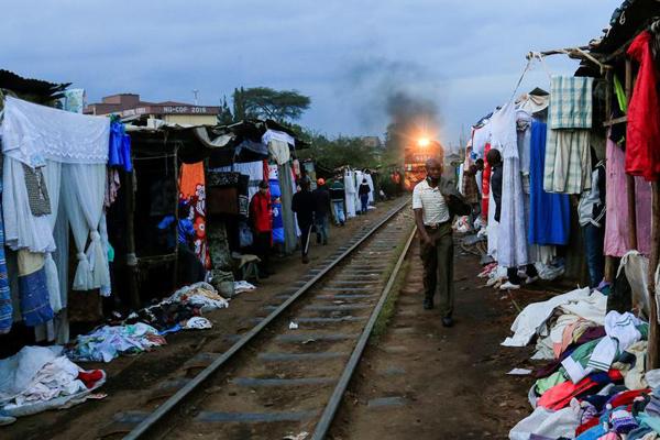 خفاش غول پیکری که مردم را به وحشت انداخت / غم انگیزترین ایستگاه قطار در دنیا! (گزارش تصویری)
