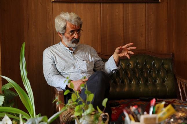 هاشمی ،معین را از دفتر خود بیرون کرد / روحانی به جهانگیری اعتماد ندارد / امثال تاجزاده حتی مخالف رابطه با پاکستان بودند چه برسد آمریکا/ احمدی نژاد با کاپشن ساده آمد از بوتاکس سر در آورد!