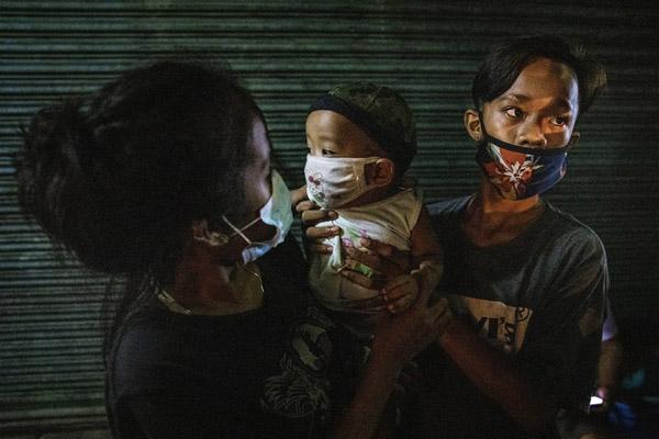 دور دنیا در قاب تصاویر؛ خشونت پلیس آمریکا برای دستگیری معترضان