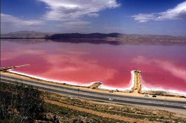 دریاچه صورتی ایران کجاست؟ (+تصاویر)