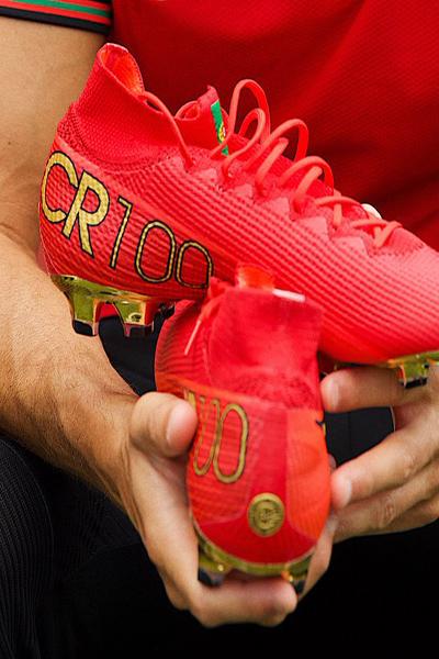 کفش های رونالدو، یک یادآوری تلخ برای علی دایی! (عکس)