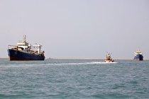 توقیف ۲ فروند کشتی متخلف صید غیرمجاز ترال