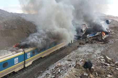 مصدومیت ۲۳ نفر بر اثر تصادف دو قطار در منطقه کوهین قزوین
