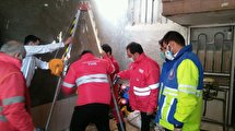 نجات جان یک کارگر از چاه ۱۰متری و گاز گرفتگی در تایباد