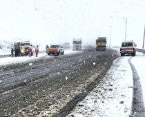 امداد رسانی هلالاحمر آذربایجانغربی به ١٠۴ خودرو گرفتار در برف و کولاک