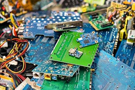 انگلیس باید در زمینه کمکردن زبالههای الکترونیکی تلاش کند