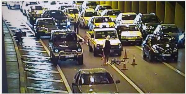 بیاعتنایی موتورسوار به «ممنوعیت تردد موتورسیکلت در داخل تونل» / تصادف شدید با پراید (+ عکس)